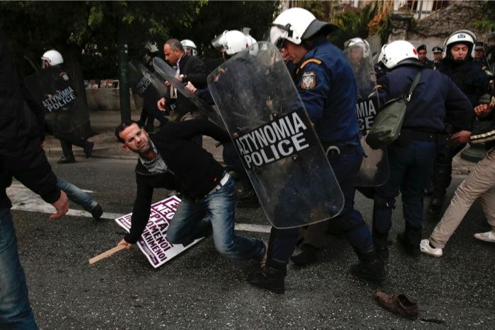 «Ακραία» αλλά «μεμονωμένα» τα περιστατικά αστυνομικής βίας