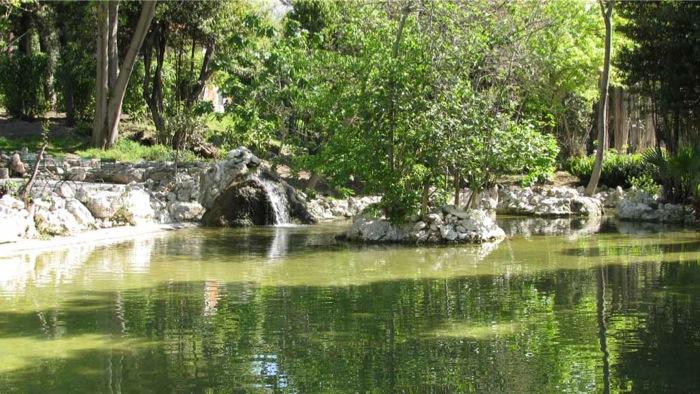 Τι θέλει ο Δημήτρης Δασκαλόπουλος στον Εθνικό Κήπο;