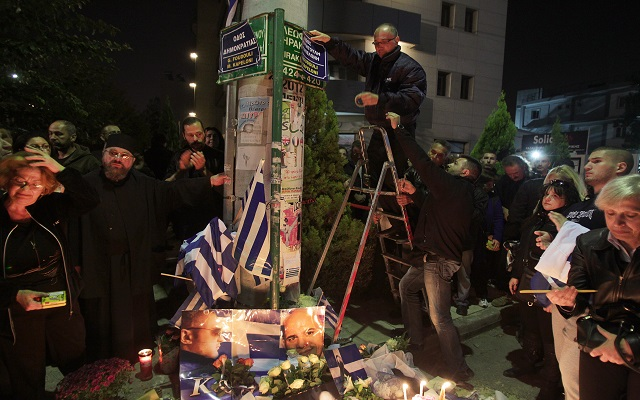 Σε έντονο συγκινησιακό κλίμα οι κηδείες των δολοφονηθέντων