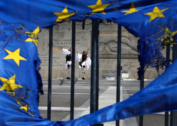 Εξηγήσεις για τις συμφωνίες με εταιρείες συμβούλων ζητά ο ΣΥΡΙΖΑ
