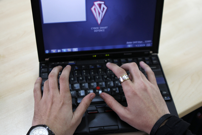 Ψάχνουν «φιλικούς χάκερς» οι Microsoft, Google και Facebook