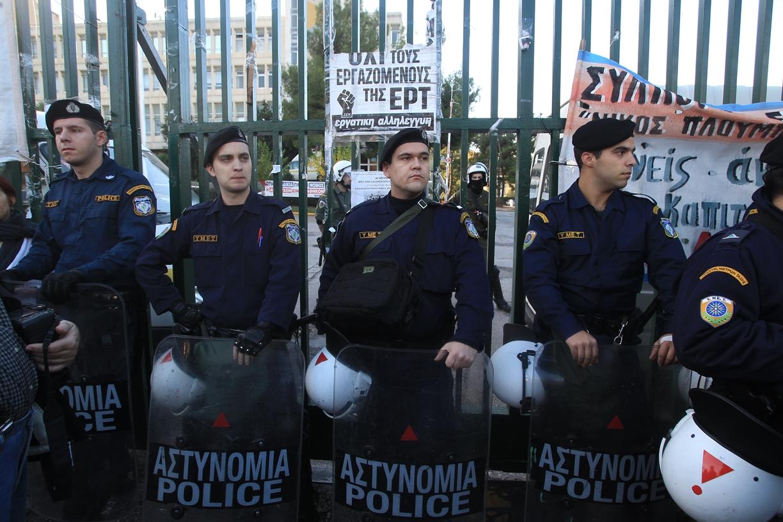 Αστυνομική επιχείρηση για την εκκένωση της ΕΡΤ