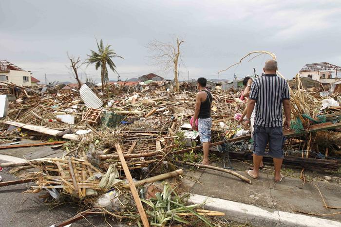 Ξεπερνούν τους 1200 οι νεκροί από τον τυφώνα Χαϊγιάν στις Φιλιππίνες