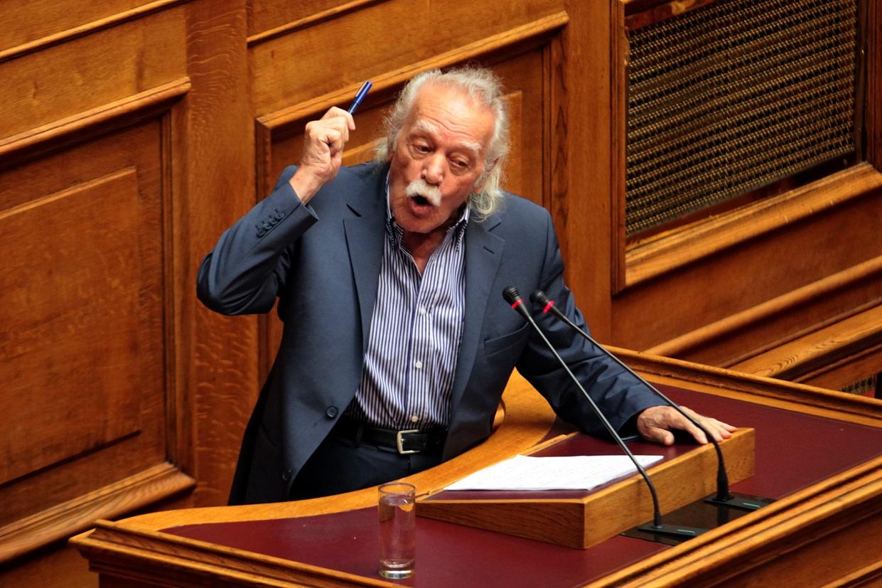 Γλέζος: «Η κυβέρνηση θέλει να εκμεταλλευτεί τις απόψεις μου»