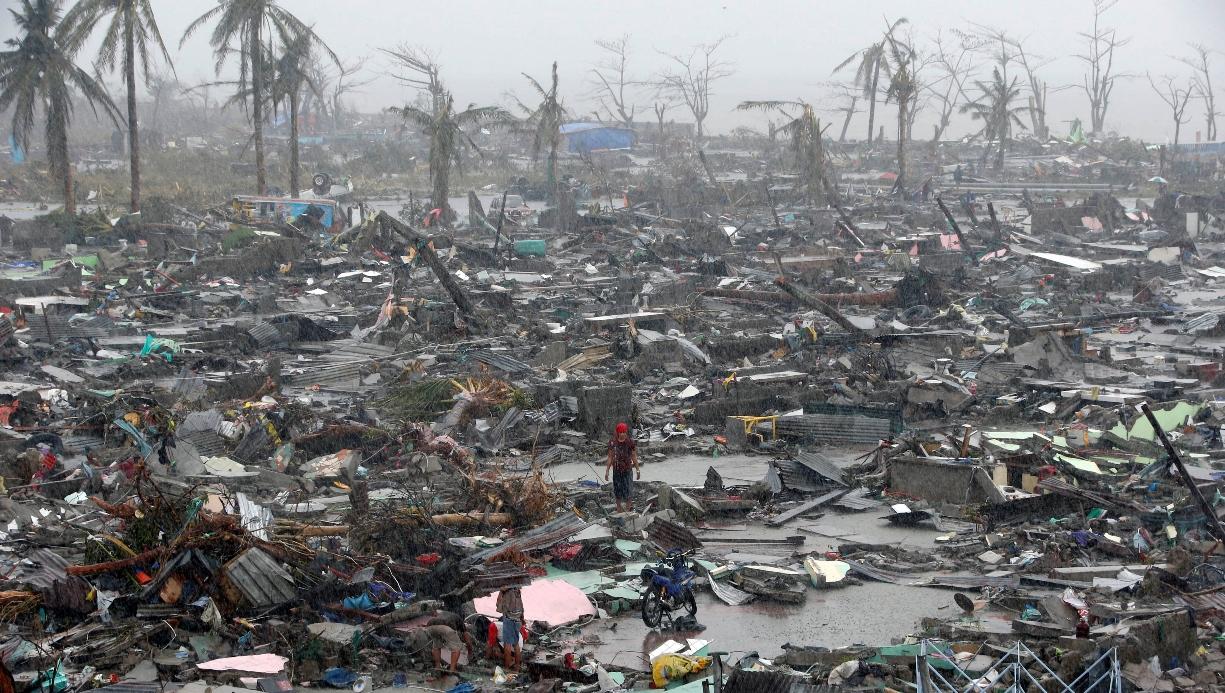 Ξεπέρασαν τους 5.600 οι νεκροί από τον τυφώνα Χαϊγιάν