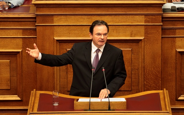 Εισήγηση για παραπομπή Παπακωνσταντίνου σε ειδικό δικαστήριο