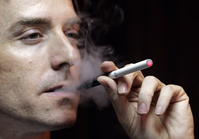 Οι επιστήμονες προειδοποιούν: Το ηλεκτρονικό τσιγάρο βλάπτει την υγεία