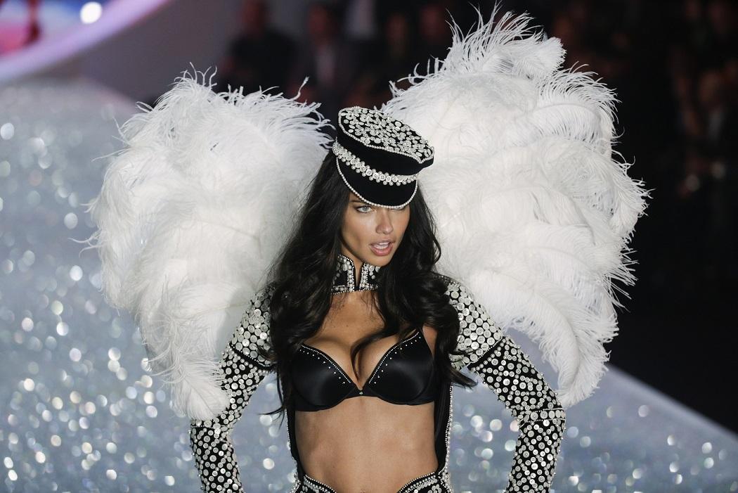 Ποιο είναι τελικά το μυστικό της Victoria s Secret  - BEAUTY ... 183b41a469f