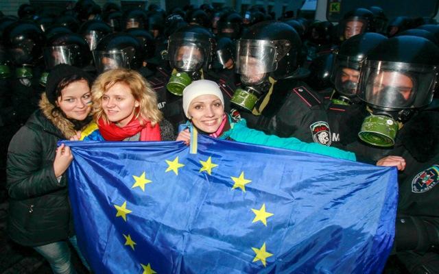 Μεγάλες διαδηλώσεις στο Κίεβο υπέρ της σύνδεσης με την Ε.Ε.