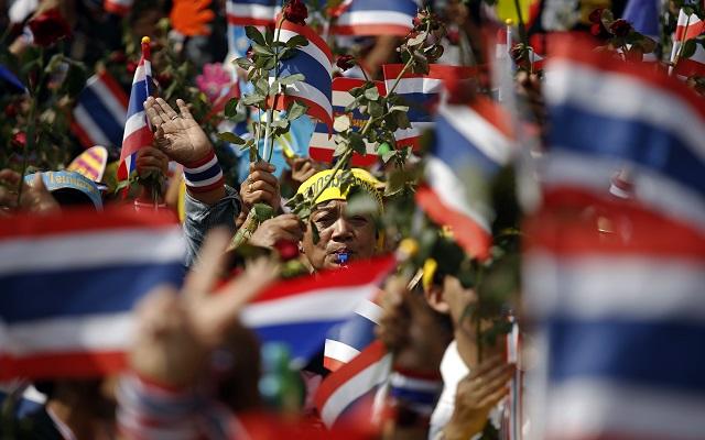 Κλιμακώνεται η κυβερνητική κρίση στην Ταϊλάνδη