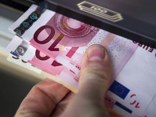 Τα 39 δισ. ευρώ άγγιξαν τα εμβάσματα εκτός Ε.Ε. το 2012