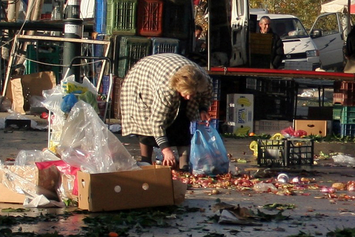 Eurostat: Ένας στους τρεις κατοίκους της Ελλάδας ζει σε συνθήκες φτώχειας