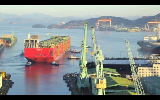 Kαθελκύστηκε το μεγαλύτερο πλοίο του κόσμου