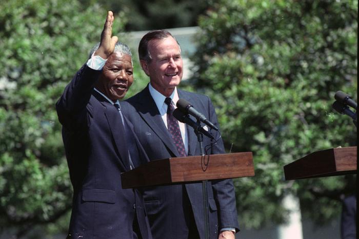 Στο twitter και ο Τζορτζ Μπους ο πρεσβύτερος
