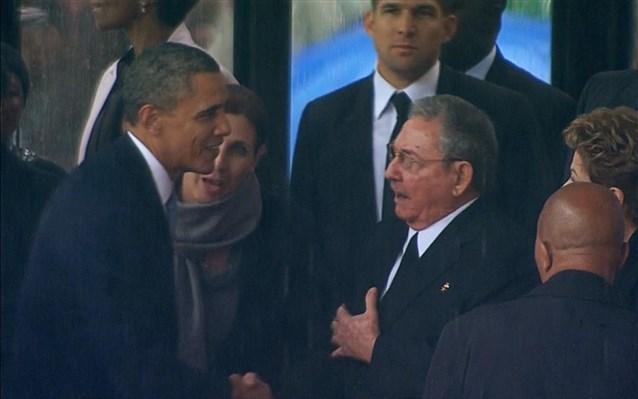 Ιστορική χειραψία Μπάρακ Ομπάμα – Ραούλ Κάστρο