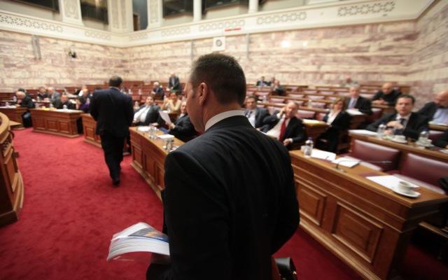 Σε έντονο κλίμα η συζήτηση για τον Ενιαίο Φόρο Ακινήτων στη Βουλή