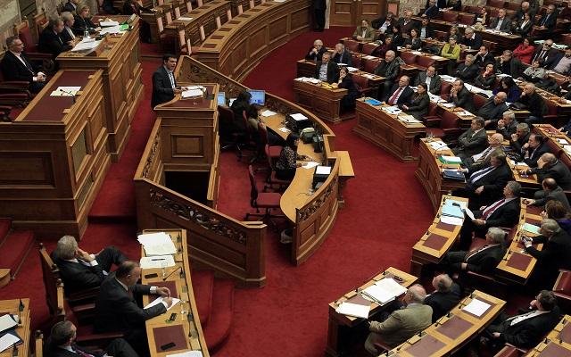 «Πόλεμος» χαρακτηρισμών Βενιζέλου-Τσίπρα στη Βουλή