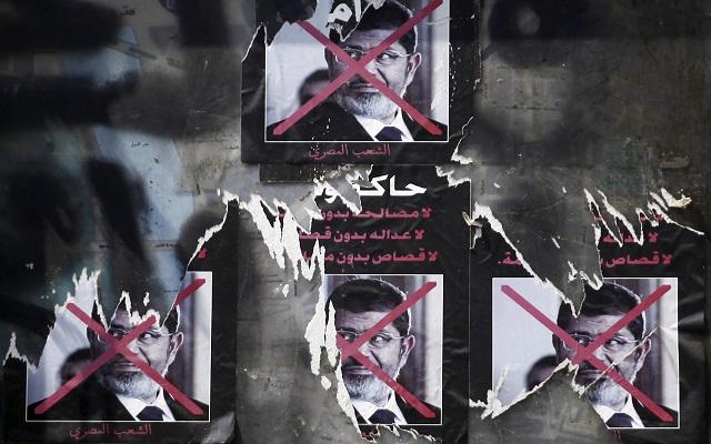 Κατηγορίες απαγγέλθηκαν στον Μοχάμεντ Μόρσι