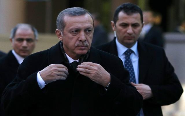«Βρώμικη επιχείρηση» κατά της κυβέρνησής του βλέπει ο Ερντογάν