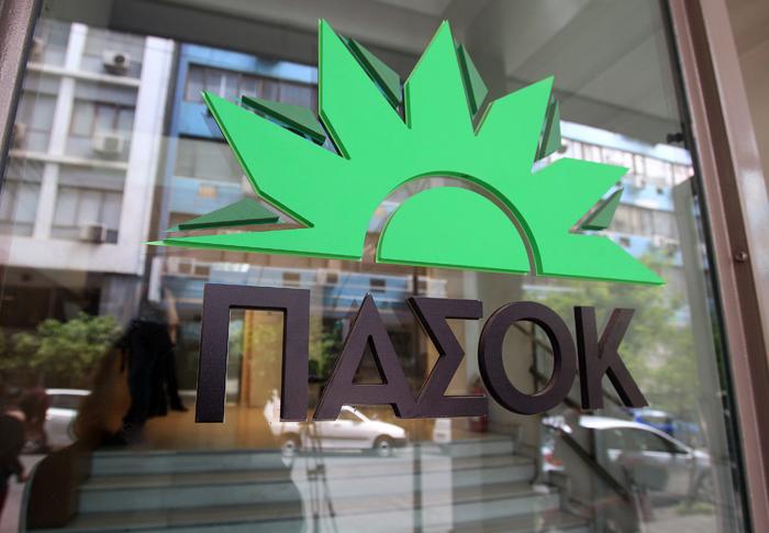 Το ΠΑΣΟΚ ζητά από τον Γκίκα Χαρδούβελη να μειώσει τους φόρους