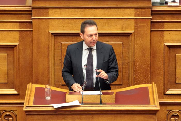 Απορρίπτει τις κατηγορίες για παραβίαση του Συντάγματος ο Στουρνάρας