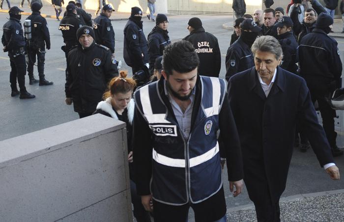 Νέες συλλήψεις κλονίζουν την τουρκική κυβέρνηση