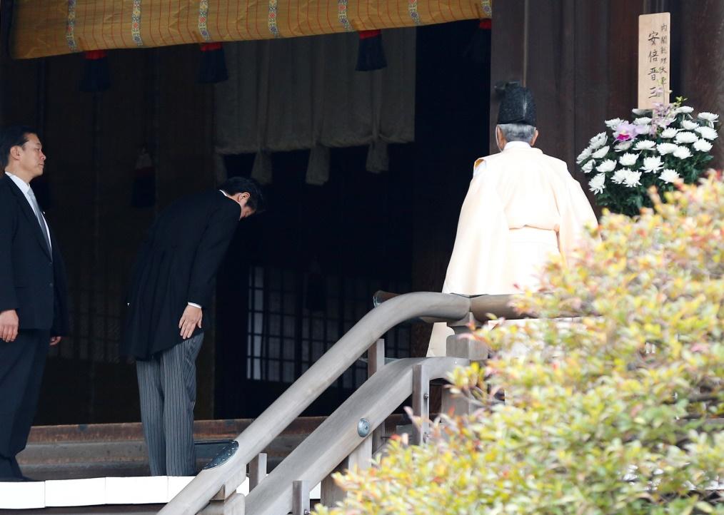 Ιαπωνία: Επίσκεψη Άμπε στο μνημείο Γιασουκούνι