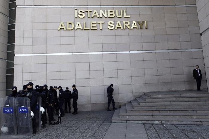Τουρκία: Ο στρατός διαβεβαιώνει ότι δεν θα εμπλακεί στις εξελίξεις