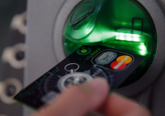 Χρεωστική ή πιστωτική κάρτα;