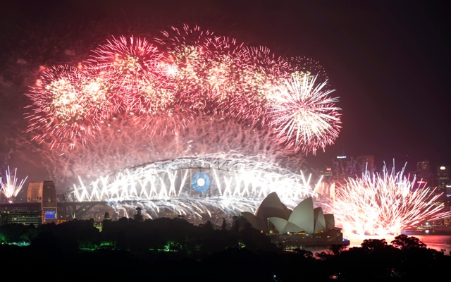Οι μεγαλουπόλεις του κόσμου υποδέχονται το νέο έτος