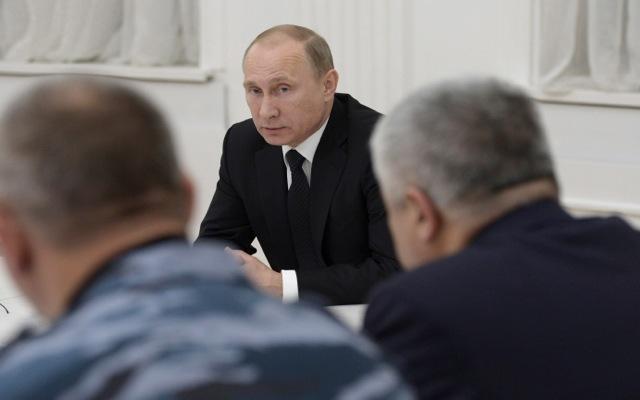 «Πλήρη καταστροφή» των τρομοκρατών υπόσχεται ο Πούτιν