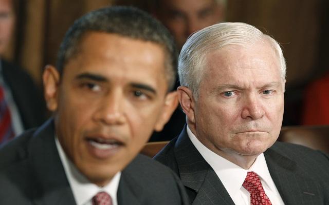 Τα «άπλυτα» των Ομπάμα και Μπους βγάζει στη φόρα ο Ρόμπερτ Γκέιτς