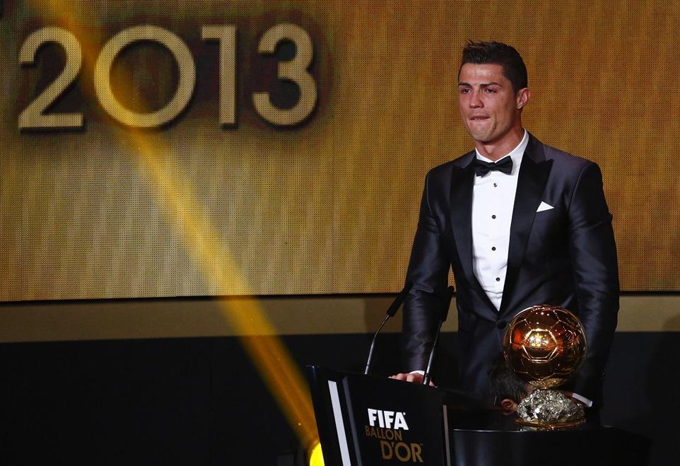Ο Κριστιάνο Ρονάλντο κατέκτησε τη «Χρυσή Μπάλα» για το 2013