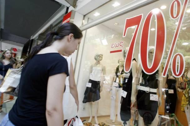 Οι καταναλωτές περιμένουν τον επόμενο μισθό για να ξοδέψουν