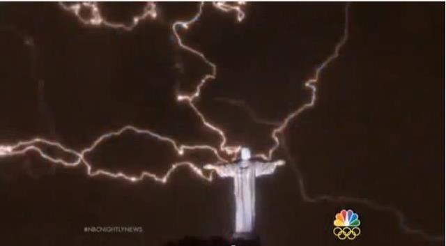 Bίντεο: Κεραυνός άφησε χωρίς αντίχειρα το Άγαλμα του Ιησού