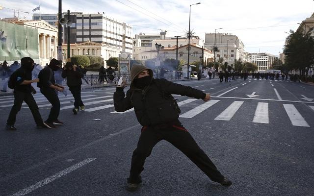 Economist: Υψηλός κίνδυνος κοινωνικής έκρηξης στην Ελλάδα