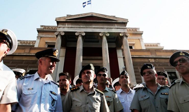 FT: «Η ακύρωση των περικοπών, κίνδυνος για τον προϋπολογισμό»