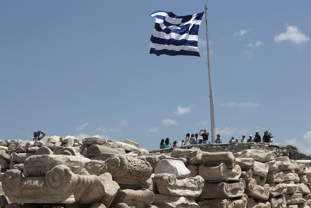 Μικρή μείωση στον πληθυσμό της Ελλάδας