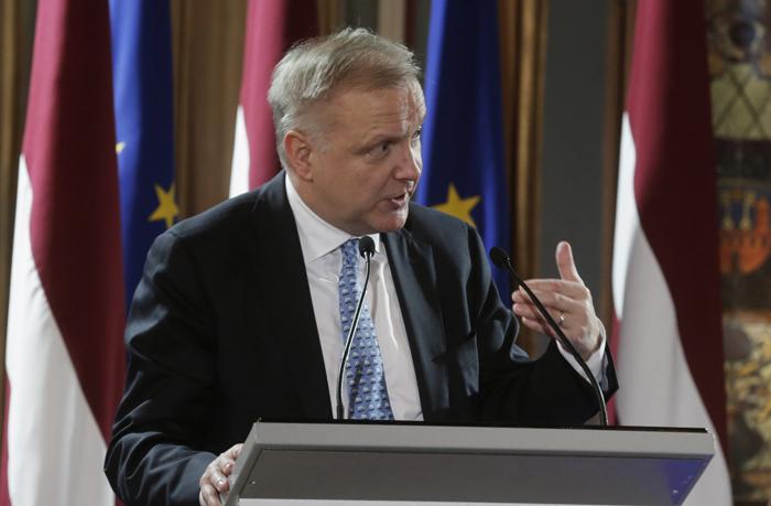 Ρεν: «Η αξιολόγηση του ελληνικού προγράμματος θα ολοκληρωθεί σε λίγους μήνες»