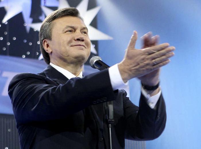 Ο Γιανουκόβιτς κάνει «δώρο» την πρωθυπουργία