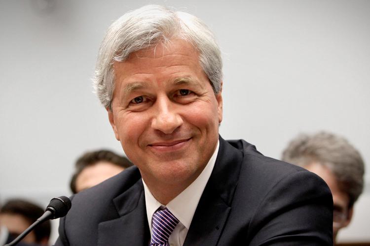 Η JP Morgan «χρυσώνει» το αφεντικό της