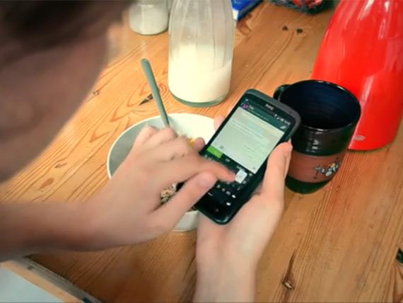 Βίντεο: Δείτε πόσο εθισμένοι είστε από το smartphone σας