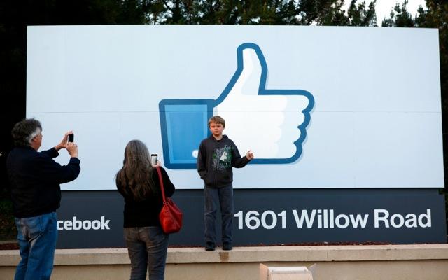 Δες ποιος φίλος σου στο Facebook σε κάνει πιο ευτυχισμένο!