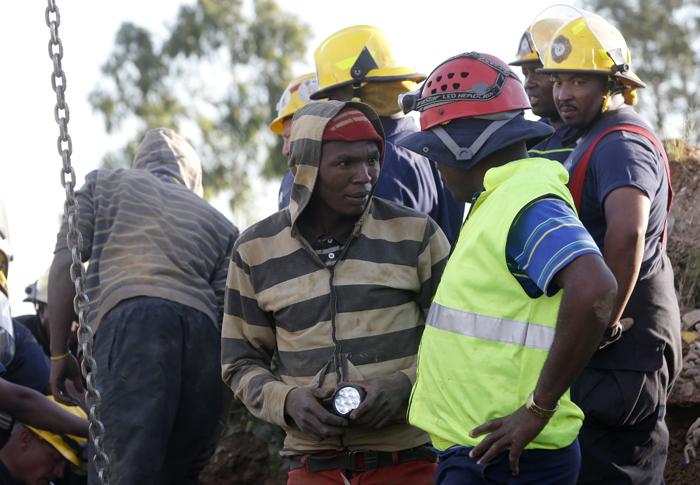 Νότια Αφρική: Εγκλωβισμένοι μεταλλωρύχοι «αρνούνται» να σωθούν!