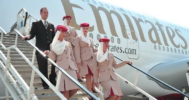 H Emirates ζητάει Ελληνίδες και Έλληνες αεροσυνοδούς