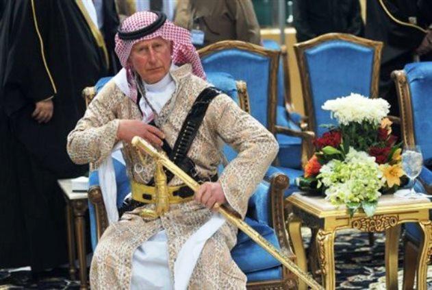 Βίντεο: O Κάρολος ντύθηκε Λόρενς της Αραβίας
