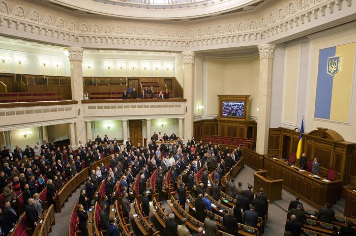 Κλιμακώνονται τα πολιτικά παιχνίδια για το μέλλον της Ουκρανίας