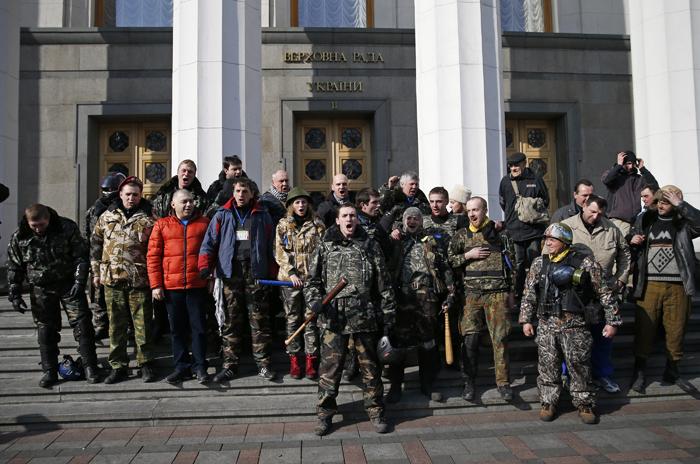 Η σκληρή ακροδεξιά στροφή της νέας ουκρανικής κυβέρνησης