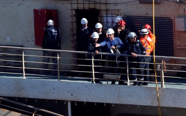 Επέστρεψε στο Costa Concordia ο καπετάνιος που το εγκατέλειψε