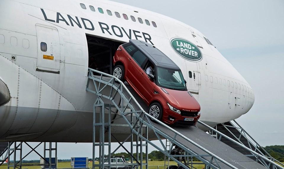 Βίντεο: Οδηγώντας ένα Range Rover μέσα από ένα Jumbo Jet
